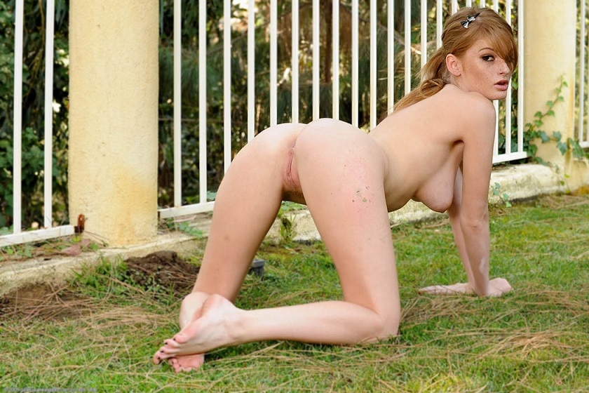 fayea reagan ass on grass