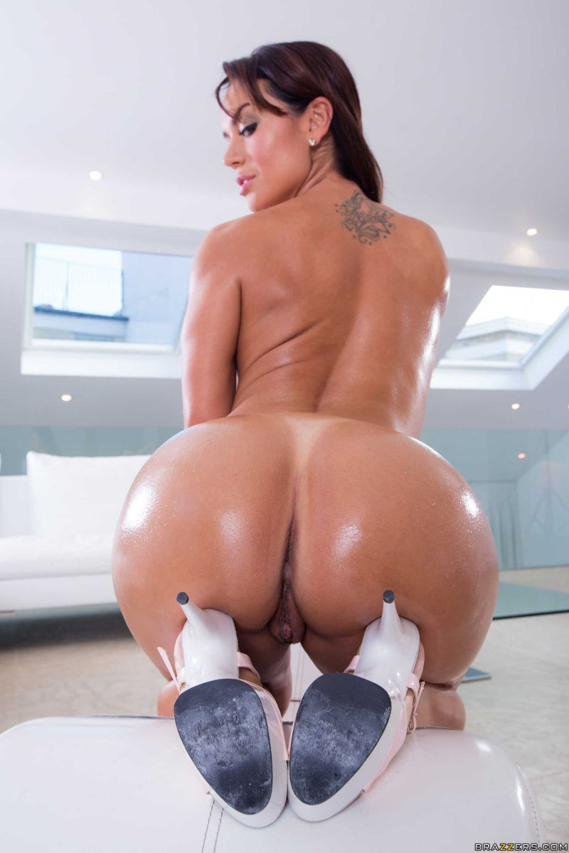 kendra lust yoga pants