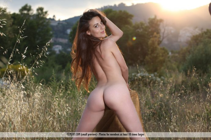 beautiful lorena garcia ass naked in the sunset