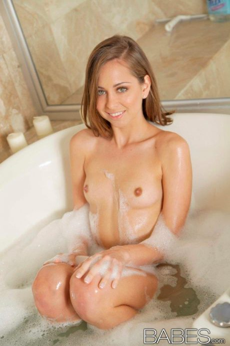 cute riley reid 23 greatnass.com_