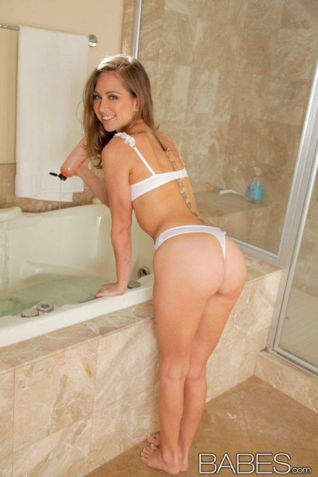 cute riley reid 7 greatnass.com_