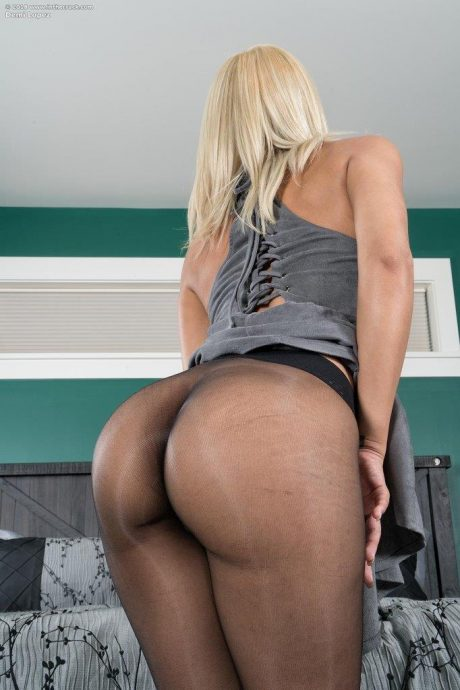 demi lopez ass in stockings 2 greatnass.com_
