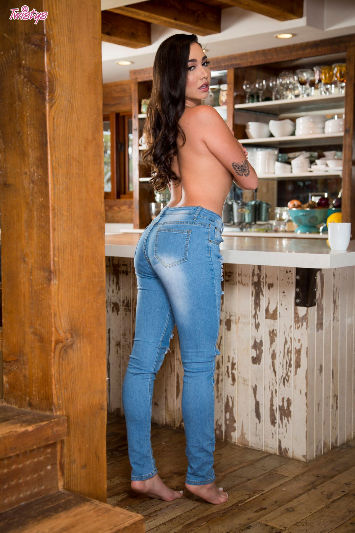 karlee grey voluptuous babe ass in jeans 8 greatnass.com_