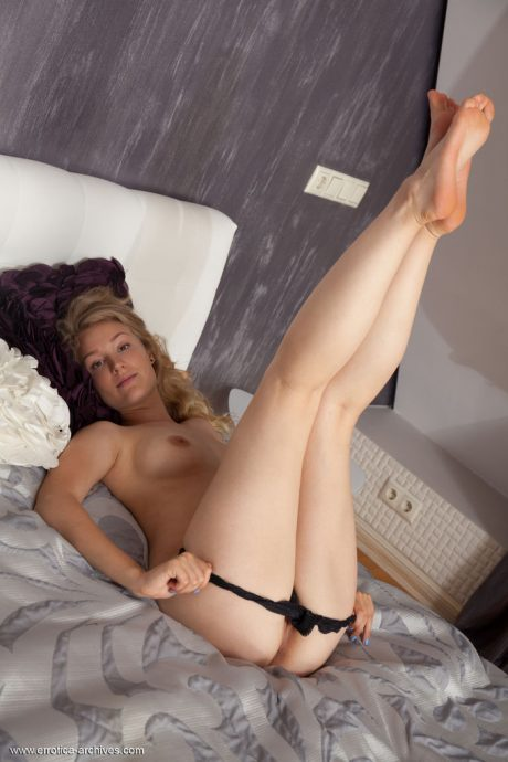 naomi kiss natural blonde likes to tease 7 greatnass.com_