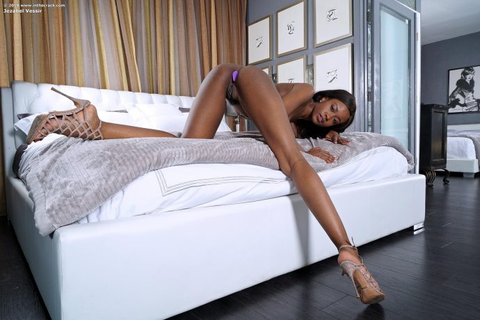 Jezabel Vessir gorgeous slim ebony beauty 14 greatnass.com_