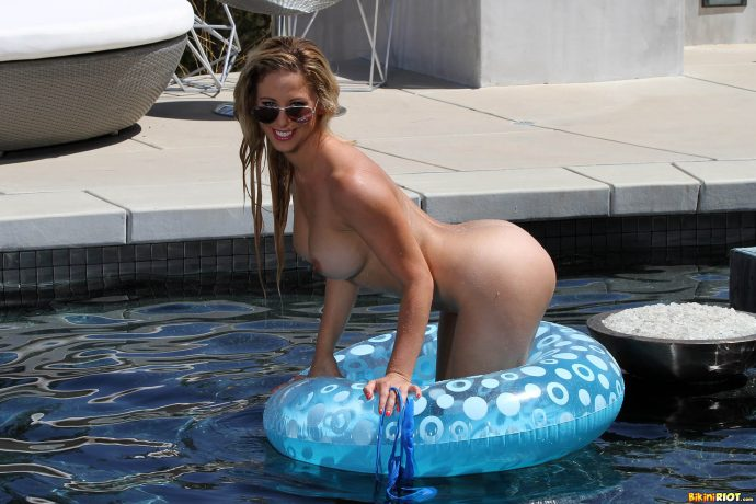 Cherie Deville has the perfect ass and she s not afraid to show it by the pool wearing a blue swiming suit 11 greatnass.com_