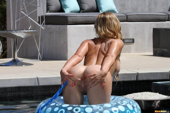 Cherie Deville has the perfect ass and she s not afraid to show it by the pool wearing a blue swiming suit 13 greatnass.com_
