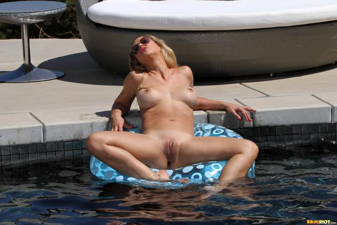 Cherie Deville has the perfect ass and she s not afraid to show it by the pool wearing a blue swiming suit 14 greatnass.com_