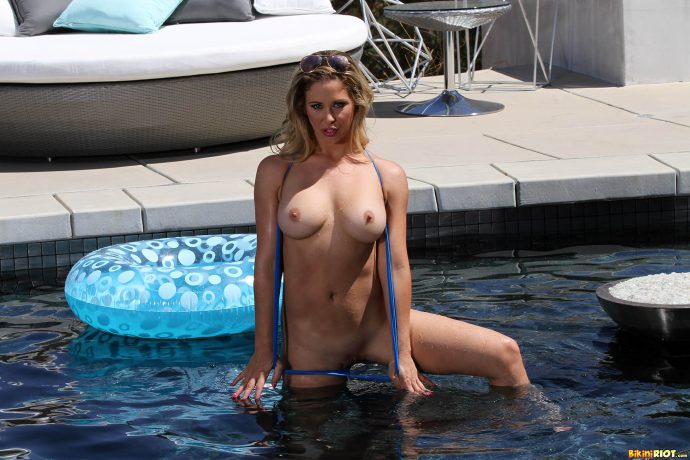 Cherie Deville has the perfect ass and she s not afraid to show it by the pool wearing a blue swiming suit 5 greatnass.com_
