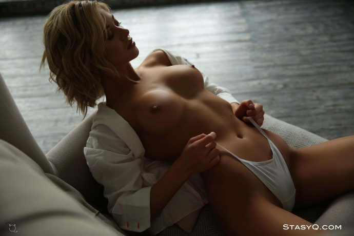 JennyQ curly hair blonde has a perfect tight ass 28 greatnass.com_