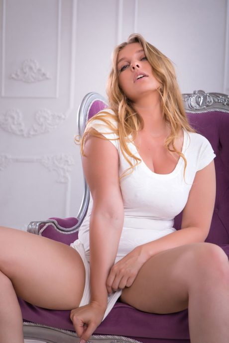 Voluptuous Nastasy curvy blonde with a great ass 1 greatnass.com_