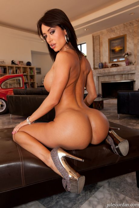 Franceska Jaimes ass naked on high heels